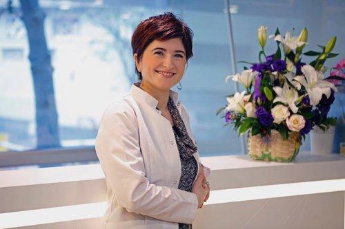 Oya Şişman, an expert in hair transplant