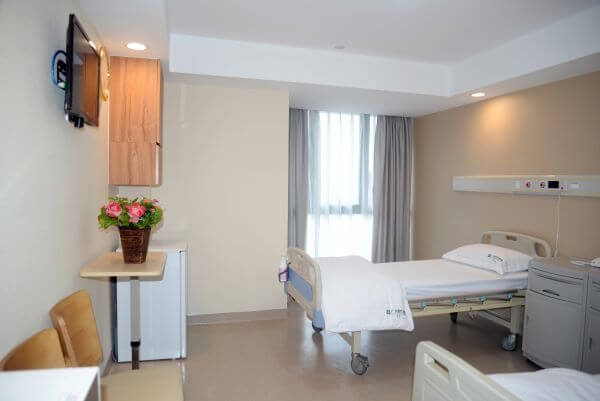 Standard ward for 2 people in St Stamford Modern Cancer Hospital